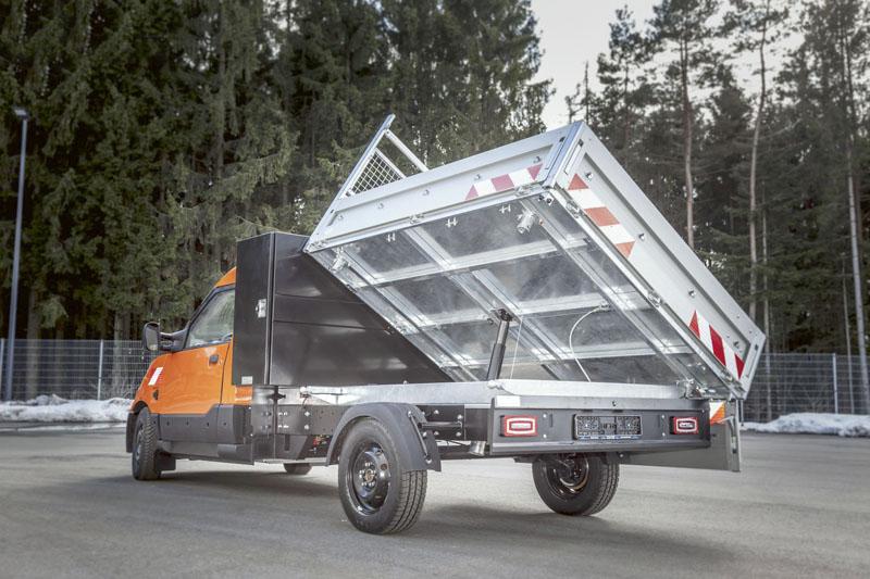 Vponuke je tiež elektromobil ako trojstranný sklápač – nadstavbu dodáva firma Paul Nutzfahrzeuge.