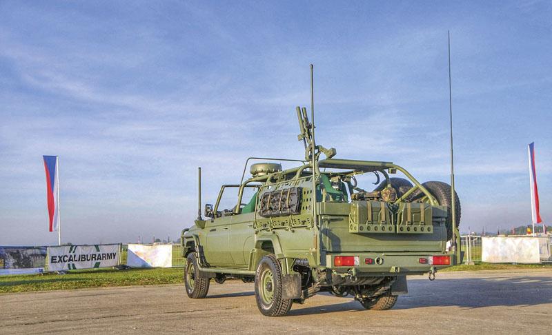 Pro další verze vojenských vozidel nabázi podvozku Toyota Land Cruiser řady 70 vprovedení 4x4 a6x6 se počítá ise spoluprací firem MedTec aKarbox.
