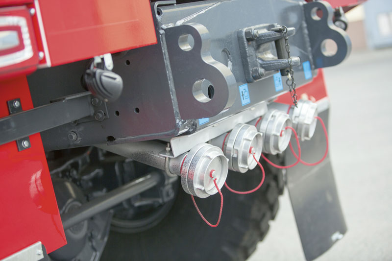 Plnicí zařízení je vyvedeno dozadu a je tvořeno hned čtyřmi 75 mm hrdly.