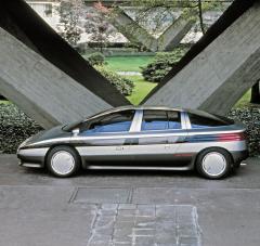 Aerodynamický sedan Incas (1986) se čtyřválcem Oldsmobile Quad 2.3 Turbo o výkonu 169 kW (230 k)