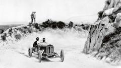 Vítěz Targa Florio iCoppa Florio 1924 Christian Werner vplném trapu natrati.