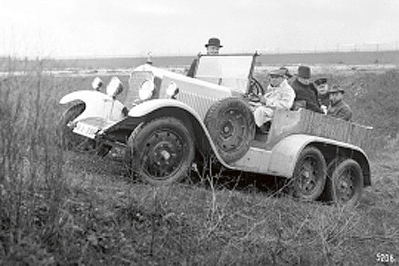 V roce 1926 zkonstruoval Porsche pro vojenský tendr třínápravovou těžkou limuzínu Mercedes-Benz G1.