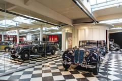 Představu luxusního cestování druhé poloviny 30. let představuje Horch 951 A Pullmann-Cabriolet z roku 1937