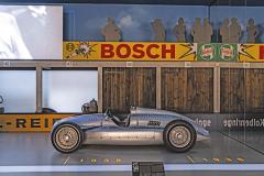 Expozice závodních strojů Auto Union je pojatá skutečně velkolepě. Nechybí šestnáctiválcové modely ani komplexně pojatá historie