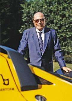 Nuccio Bertone pracoval v otcově karosárně od roku 1933 a po válce ji převzal