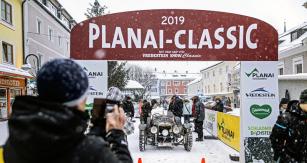 Hrdinou závodu se stal Johann Kofler. Jako jediný vytáhl na sníh meziválečný otevřený Sunbeam Super Sport z roku 1930