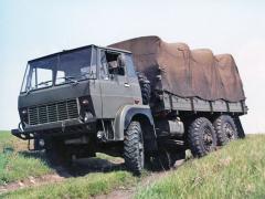 Střední nákladní automobil Avia S430 sezážehovým šestiválcem B615 5750cm3 (117 kW) měl nahradit legendární typ Praga V3S