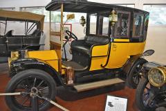 Fiat 1 (1909; čtyřválec 2010 cm3, 65 km/h). Téměř vrak typu 12/15 HP nalezli roku 1958 vjedné autodílně. Z 1623 kusů vyrobených v letech 1908 – 1910 existují jen čtyři