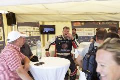 Oprezentaci TATRA Buggyra Racing týmu se odpoledne postaral Martin Kolomý, ajak je uněj zvykem – bylo veselo!