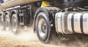 Nové pneumatiky Goodyear vyvinul pro vozidla provozovaná dnes často vesmíšeném režimu, vněmž se musejí vyrovnat sobtížnými podmínkami  nanezpevněných místech, ale převážnou většinu času stráví nasilnici.