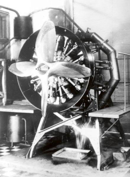Motor ZOD-260 na zkušebně leteckých motorů s brzdící vrtulí.