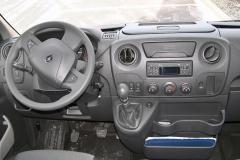 Standardní, ergonomicky velmi dobře řešené pracoviště řidiče