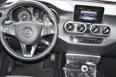 Mercedes Benz – Pokud jde i design, pak palubní deska je dílem stylistů Mercedesu