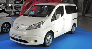 Nissan e-NV200 je nabízen jak skaroserií van, tak ijako osobní verze Evalia