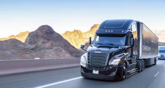 Nový silniční tahač Freightliner Cascadia je prvním sériovým těžkým nákladním vozidlem selektronickými systémy umožňujícími autonomní jízdu dle úrovně 2 SAE.