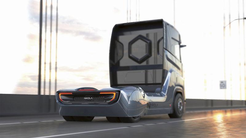 """""""Naše vozidlo bude pro evropské zákazníky opravdu omračujícím zážitkem,"""" říká kproponovanému představení silničního tahače Nikola Tre vdubnu tohoto roku Trevor Milton."""