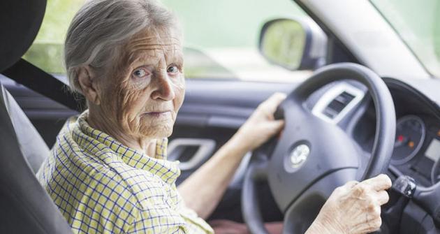 Tak jako při všech lidských činnostech i při řízení motorového vozidla  je třeba používat selský rozum a to i ve vyšším věku.
