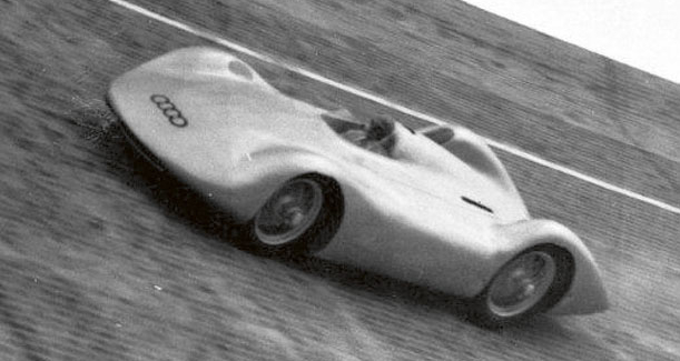 Jedna zposledních vývojových kreací vozu, který přivedl nasvět Ferdinand Porsche. Vtomto okamžiku najeho díle pokračovali již jiní, on se staral oprojekt T80 alidový vůz VW Kaffer, ale otom zase někdy přiště...