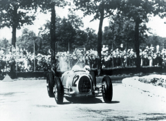 Málokdo z jezdců své doby uměl dostat zPorscheho neobvyklého závodního vozu vše, čeho byl nadráze schopen.