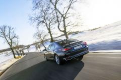 Lexus ES 300h je kdispozici výhradně jako sedan bez možnosti instalace tažného zařízení