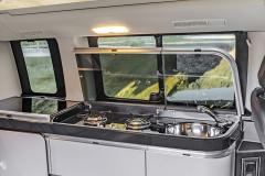 Marco Polo nabízí vestavěnou kuchyňskou linku s vařičem, dřezem i lednicí