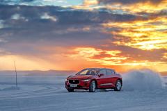 Jaguar I-Pace ukázal, že dvojici motorů lze naladit zhlediska stability ibezpečnosti