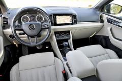 Přehledné pracoviště řidiče bylo u zkoušeného vozu doplněno luxusně působícím koženým čalouněním