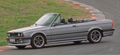 BMW S3 Cabriolet vúpravě AC Schnitzer z roku 1991, která vychází z řady 3 (E30) arůzných typů 316až 325i od výrobního roku1982