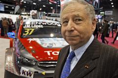 Předseda automobilové federace FIA Jean Todt při návštěvě výstavy 100 let značky dvojitého šípu