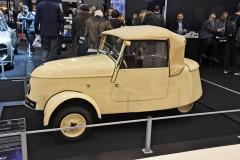 Válečné dítě, elektrický tříkolový dvoumístný Peugeot VLV (1941) měl hmotnost 365kg. Elektromotor Safi vzadu. Rychlost až 36 km/h, dojezd nanejvýše 80 km