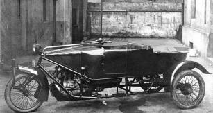 Dvoumístná tříkolka Trimobil E2 s poznávací značkou mělnického okresu