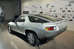 """Porsche 928 bylo kolektivním dílem, ale autorství dvou prvků nemůže Jiřímu nikdo upřít – zapuštěná, dělená zadní čtyřsvětla a kola """"telefony"""", která se dodnes vyrábějí"""
