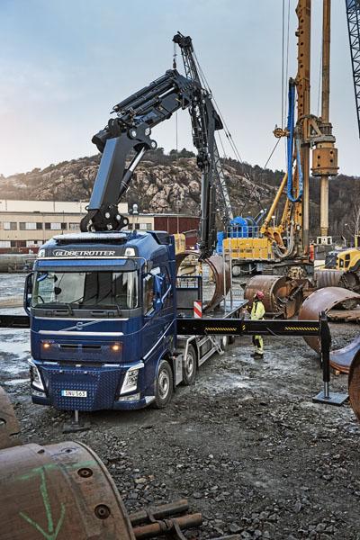Volvo FH pro odvoz těžkých strojů