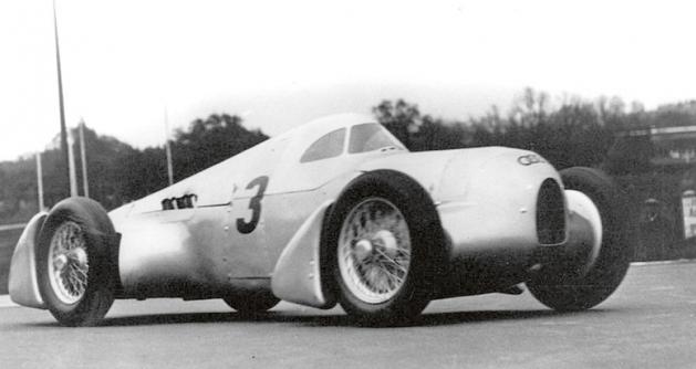 Přesně podle přání Hitlera aslibu Ferdinanda Porsche se závodní vůz Typ 22 Auto Union uvedl sérií světových rychlostních rekordů, které sním dosáhl Hans Stuck již vroce 1934 nanovém závodním okruhu AVUS. Tato aktivita pokračovala ivroce 1935.