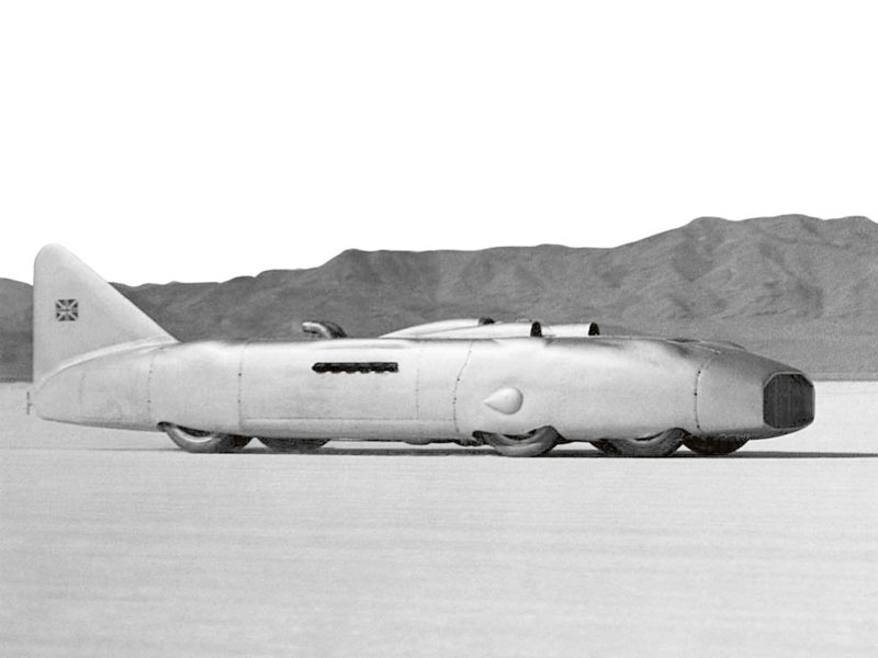 George Eyston střínápravovým (dvě nápravy vpředu, jedna vzadu) speciálem Thunderbolt vybaveným hned dvěma leteckými motory Roll-Royce Typ R V12 uzavřel rok 1938 absolutním světovým rychlostním rekordem pro pozemní vozidla shodnotou 575,22 km/h naletmý kilometr, což bylo o25 km/h více než původně projektovaných 550 km/h uspeciálu Typ 80.