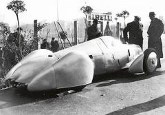 Rychlostní světové rekordy byly vládnoucímu režimu astraně NSDAP pochuti. Byly zcela nezpochybnitelným důkazem technické úrovně německého automobilového průmyslu akonstruktérů či technologů.
