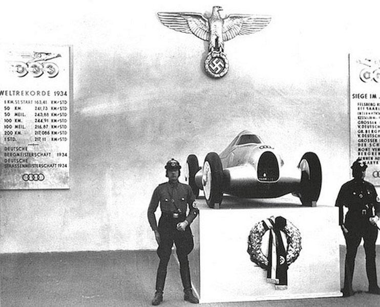 Strana avláda vpředválečném Německu dokázala výrazných úspěchů napoli světových rychlostních rekordů pro pozemní vozidla či letouny náležitě využít.
