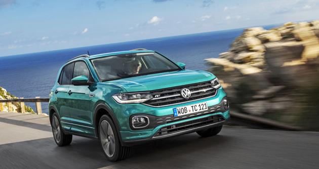Volkswagen T-Cross svým vzhledem vzdáleně připomíná velký Touareg. S paketem R Line hraje na sportovní notu