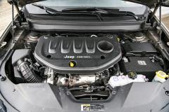 Pátá generace Jeepu Cherokee je první smotorem uloženým napříč. U nás jedině sevznětovým čtyřválcem 2,2 l