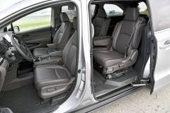 Výbava EX-L RES znamená mimořádný komfort. Zvláště sedadla druhé řady nabízejí až neuvěřitelnou variabilitu