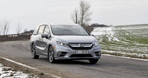 Honda Odyssey patří k nejlépe  jezdícím minivanům vůbec.  Na rozdíl od většiny svých  amerických konkurentů vpodstatě vyhoví i evropským požadavkům