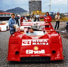 Peter Hoffmann a jeho supersilný McLaren M8F Chevrolet, vítěz druhé jízdy v Mostě 1980
