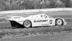 Američan Danny Ongais (Porsche 962C), druhý ve druhém závodě ročníku 1986. Danny Ongais, havajský král dragsterů, jezdec formule 1 a Indy Cars, přijel zásluhou Vaška Poláka, českého emigranta a šéfa velkého týmu Vasek Polak Porsche zKalifornie