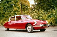 Citroën DS 19, překvapení, jaké se už nikdy nebude opakovat (uveden vroce 1955, nasnímku model 1963)