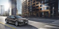 Ve své osmé generaci se do Evropy vrací legendární sedan Toyota Camry