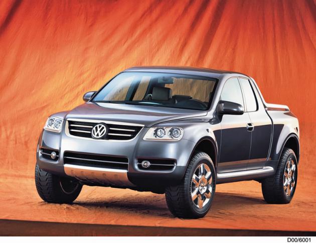 V roce 2000 automobilka představila studii velkého pick-upu AAC (Advanced Activity Concept), jež vzhledem přední části výrazně připomínala budoucí sériový Touareg
