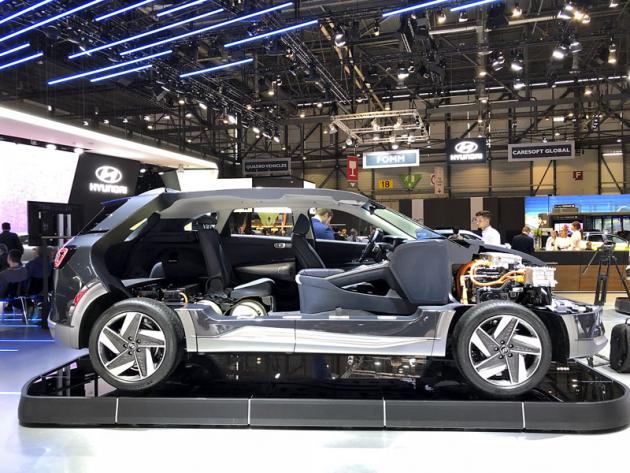 Hyundai NEXO je od počátku navržen jako vůz s vodíkovými palivovými články, v nichž se vyrábí elektřina pro pohon automobilu. Na vysoké úrovni jsou proto i užitné vlastnosti vozu