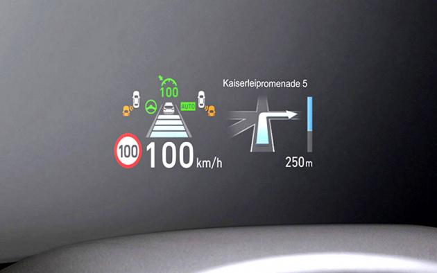 Ve výbavě nové generace modelu Santa Fe nechybí například barevný průhledový head-up displej