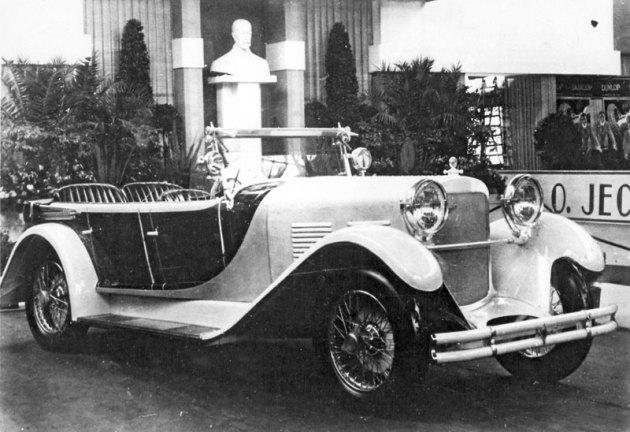 Luxusní otevřený vůz Walter 6 B, vystavený v říjnu 1928 na pražském autosalonu