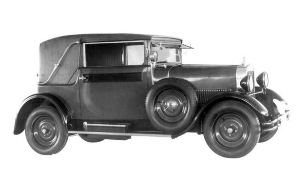 Čtyřmístný kabriolet Walter 4 B ročníku 1930 na pneumatikách Firestone Balloon